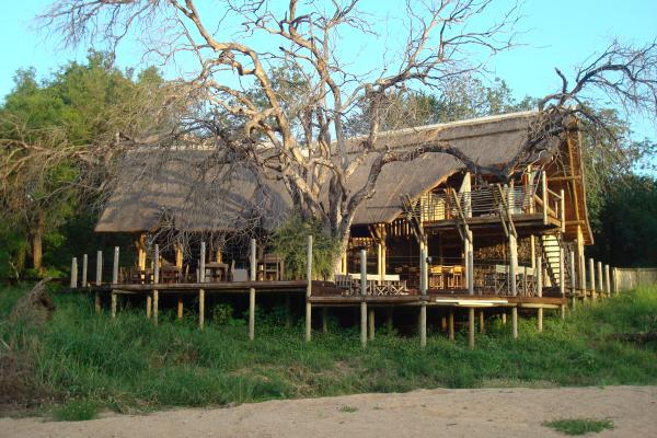 Rhino Post Safari Lodge