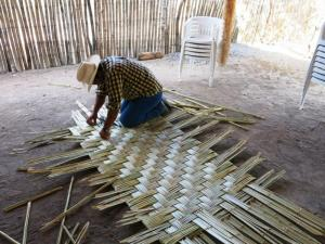 Weaving petate at the grant workshop