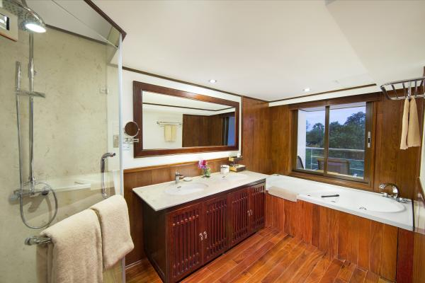 AmaDara luxury suite bathroom