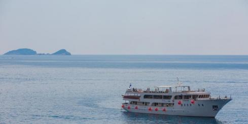 Cruise the Croatian coastline on the M/S Apolon