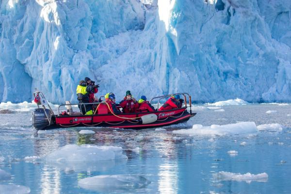 Polarcirkel boat expedition