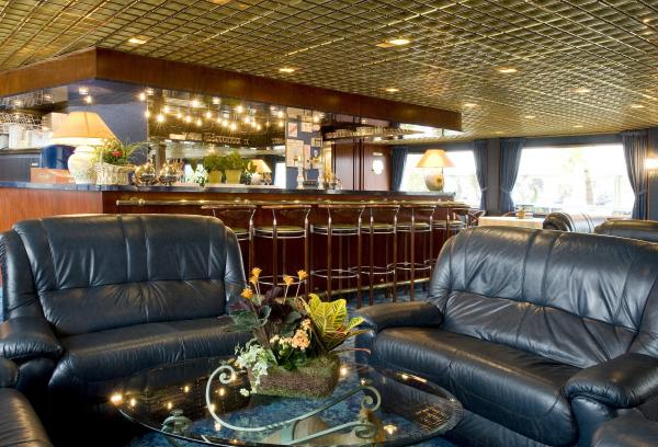 Lounge-bar on the MS Monet
