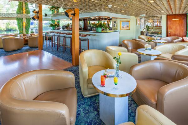 Lounge-bar on the MS Symphonie