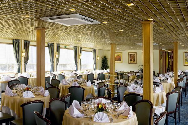 Restaurant on the MS France
