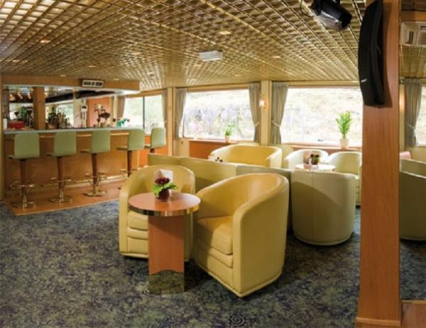 Lounge-bar on the MS Vasco de Gama