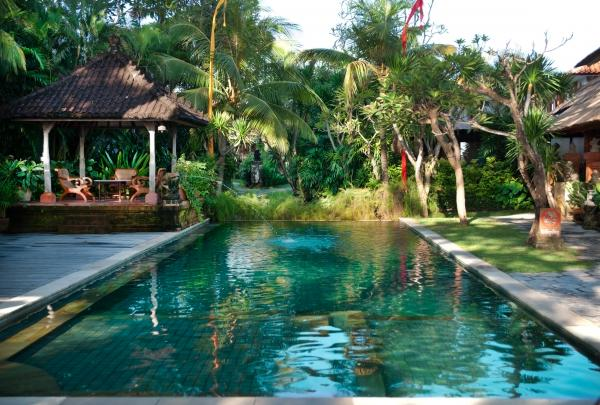 Poolside relaxation at Tandjung Sari in Sanur
