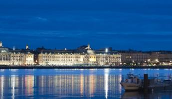 The charming Bordeaux at night