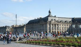 A vibrant square in Bordeaux