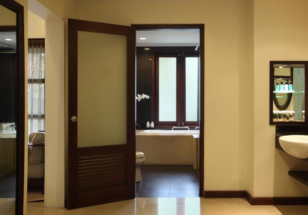 Dressing area in a Santrian Suite