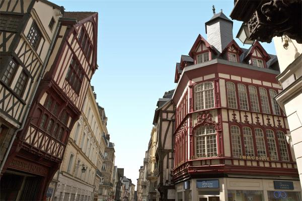 Stroll around the streets of Rouen