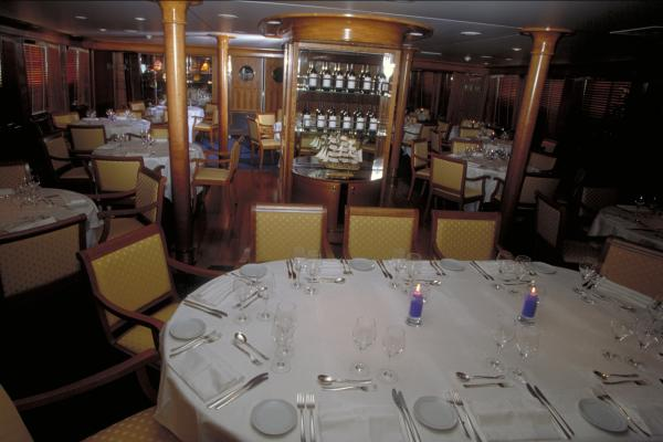 Le Ponant dining room