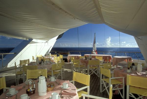 Le Ponant outdoor dining