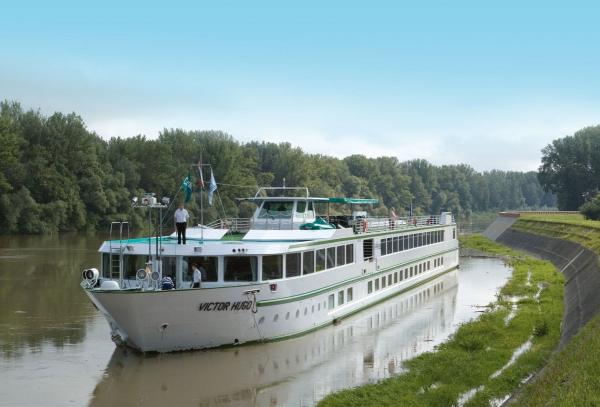 MS Victor Hugo sailing along the Tisza