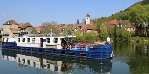 Madeleine cruising along the Marne-Rhine Canal