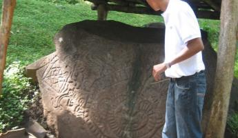 our guide, explaining the petroglyphs