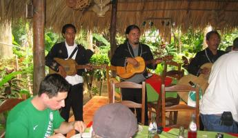 lunch and the musicians
