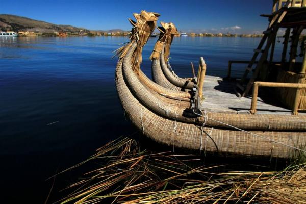 Observe Totora boats along the Lake Titicaca