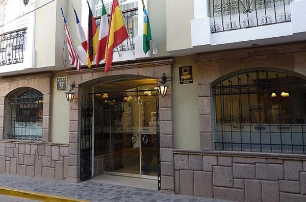 Exterior view of the Casona Plaza Hotel
