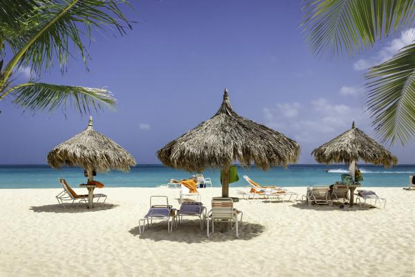 Relax on the sunny beaches of the Bahamas