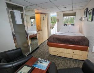 Deluxe cabin aboard the Baranof Dream