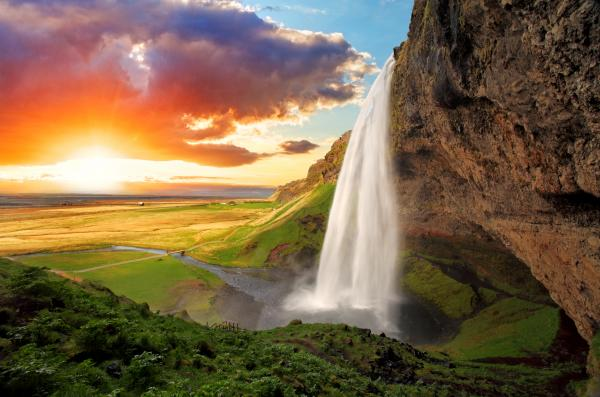 The stunning Seljalandsfoss in Iceland