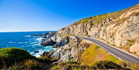 Road along coastline of Valparaiso