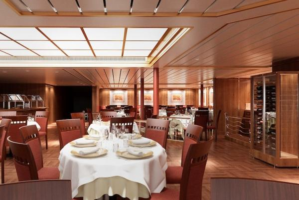 Dining on the Silver Cloud Expedition