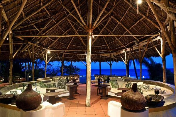 The rustic beach lounge at Shooting Star Lodge