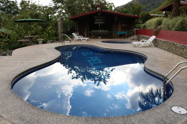 Pelicano Mountain Lodge, pool