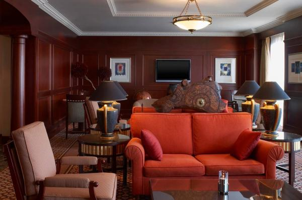 Executive Suites enjoy this Executive lounge