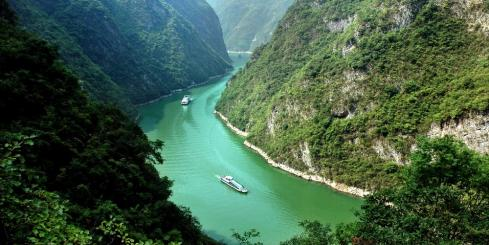 Cruising the blue-green waters of the Yangzi
