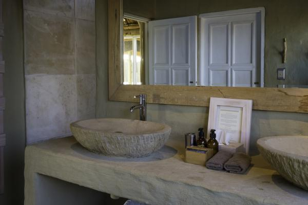 Luxurious bathrooms at Little Kulala