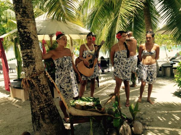 Les Gauguines teach us about the many uses of the coconut