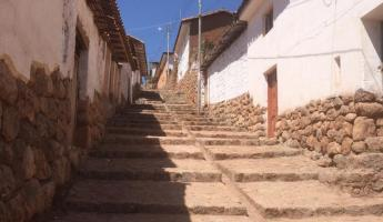 Walking the streets of Chinchero