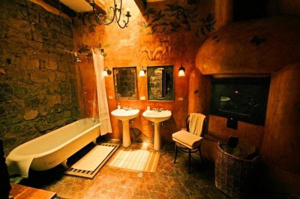 Suite bathroom at Hacienda San Augustine de Callo