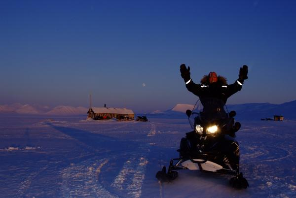 Hilde and Sunniva will be using electric snowmobiles and other sustainable technologies over 9 months in Svalbard