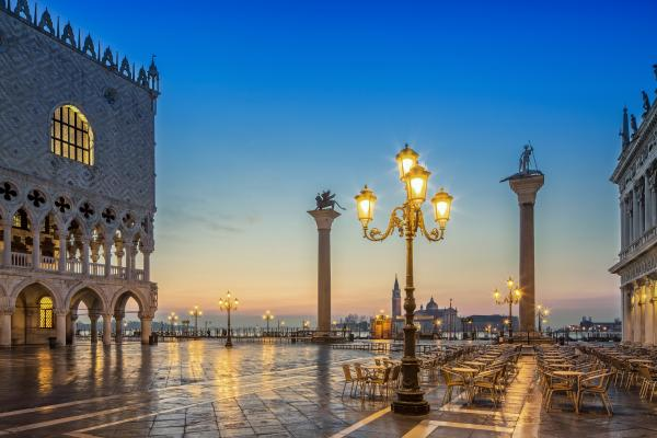 Enjoy a romantic evening in Venice