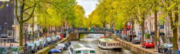 Cruise through the canals of Amsterdam