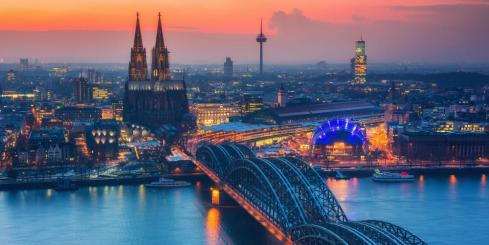 Cologne's famous cathedral at dusk