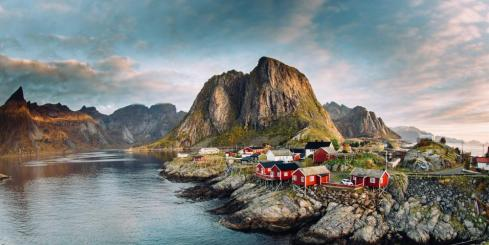 Midnight sun over Lofoten