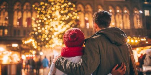 Enjoy a cozy Christmas market with loved ones