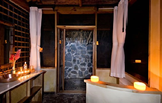 Honeymoon suite bathroom facilities
