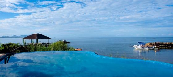 Enjoy the beauty of Blue Zebra Lodge on Lake Malawi