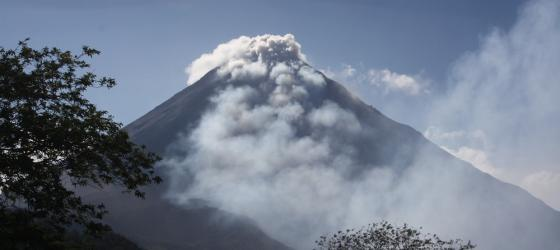 Arenal Volcano, erupting - time to get our ash outta there!