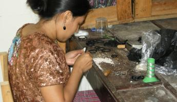 Jewelry maker in Santiago de Atitlan