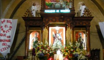 Inside San Andres Xecul church