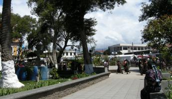 Solola plaza on market day