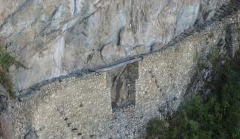 Inca drawbridge-Machuu Picchu