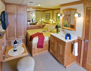Master Stateroom aboard the Safari Explorer.