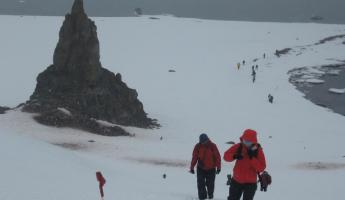 Hiking at Aitcho Island on the Shetlands